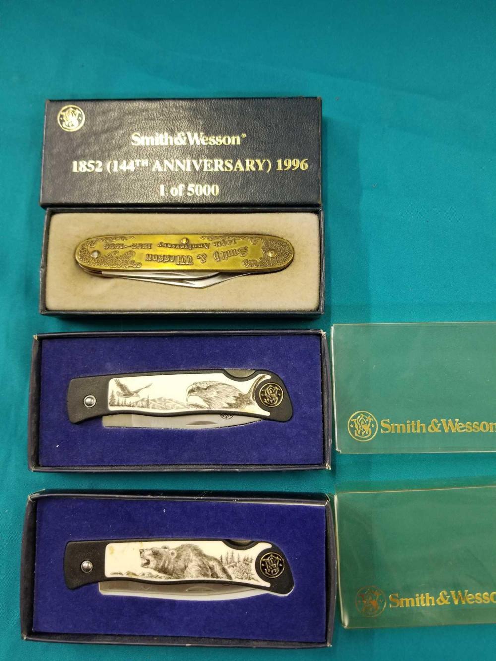 SMITH & WESSON ANNIVERSARY & WILDLIFE SERIES FOLDING POCKET KNIVES - 3 ITEMS