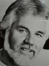Lot 18: KENNY ROGERS FRAMED BLACK & WHITE PHOTO & SIGNATURE CARD FRAMED