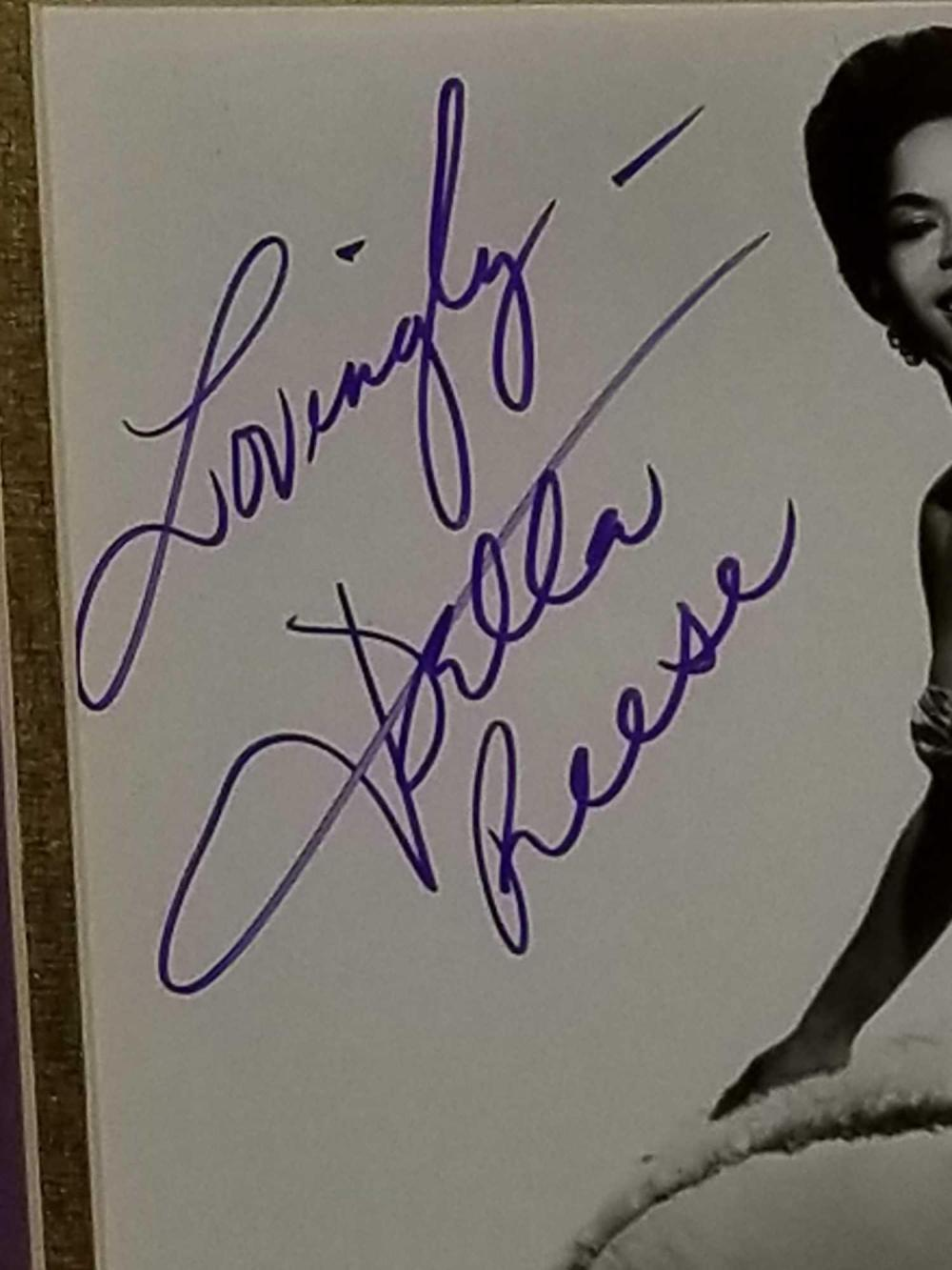 Lot 14: DELLA REESE SIGNED PHOTO IN FRAME