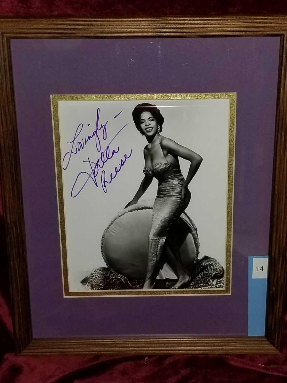DELLA REESE SIGNED PHOTO IN FRAME
