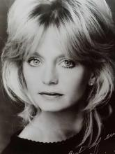 Lot 45: GOLDIE HAWN SIGNED BLACK & WHITE PHOTO