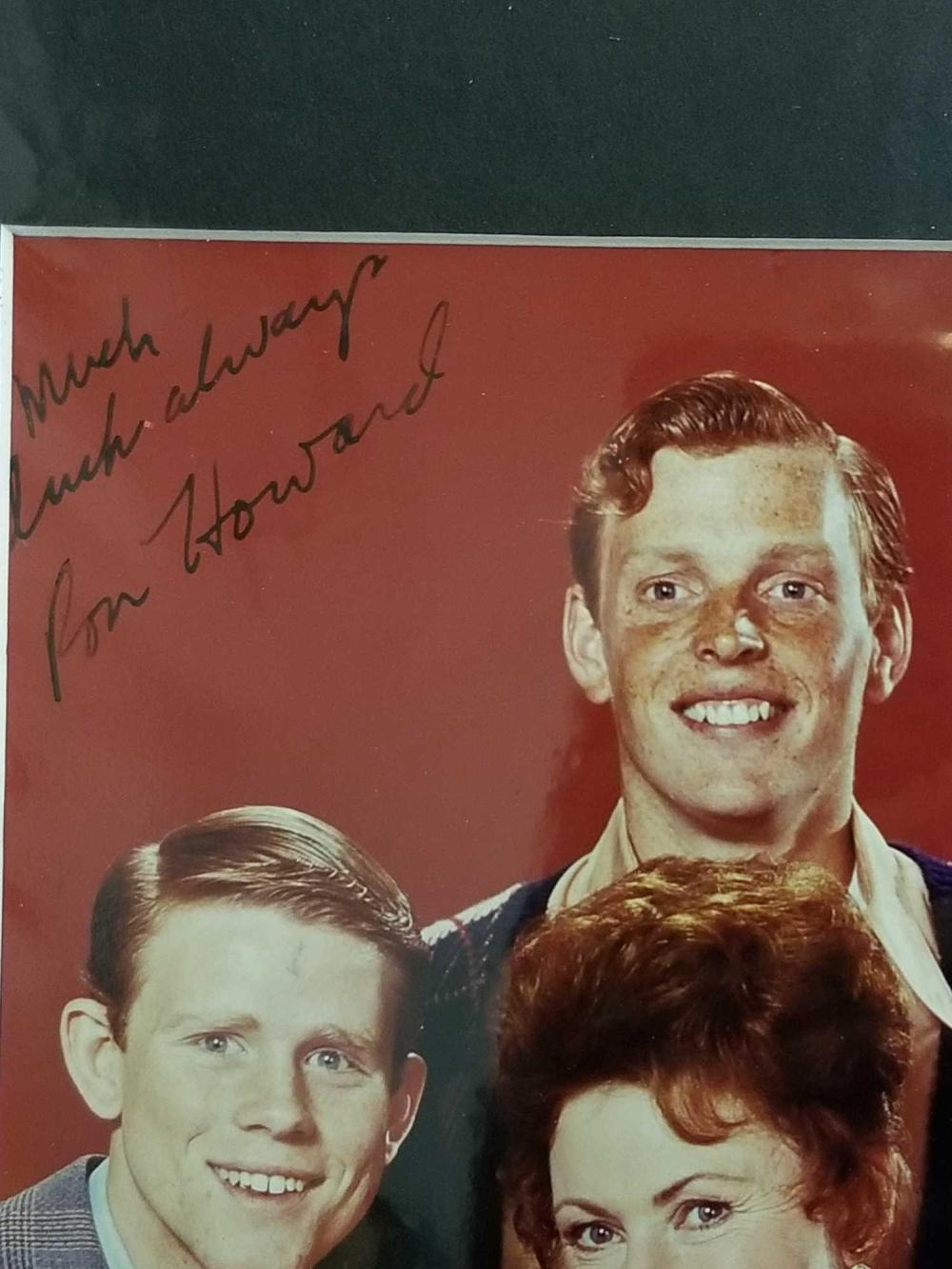 "Lot 95: ""HAPPY DAYS"" CAST SIGNED COLOR PUBLICITY PHOTO"
