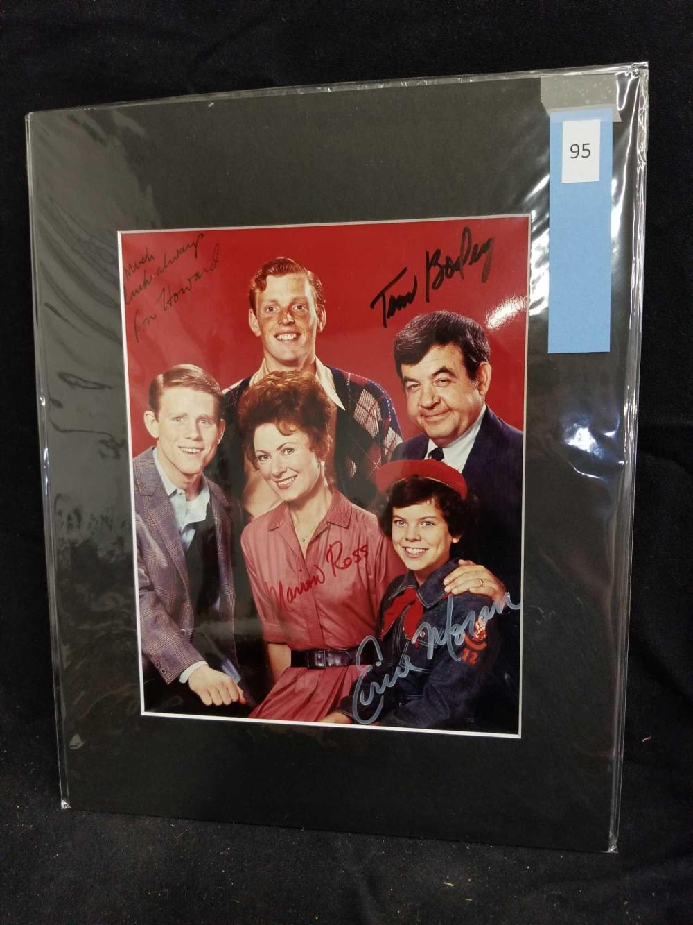 """HAPPY DAYS"" CAST SIGNED COLOR PUBLICITY PHOTO"