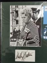 Lot 98: SHELLY WINTERS BLACK & WHITE PUBLICITY PHOTO & SIGNATURE CARD