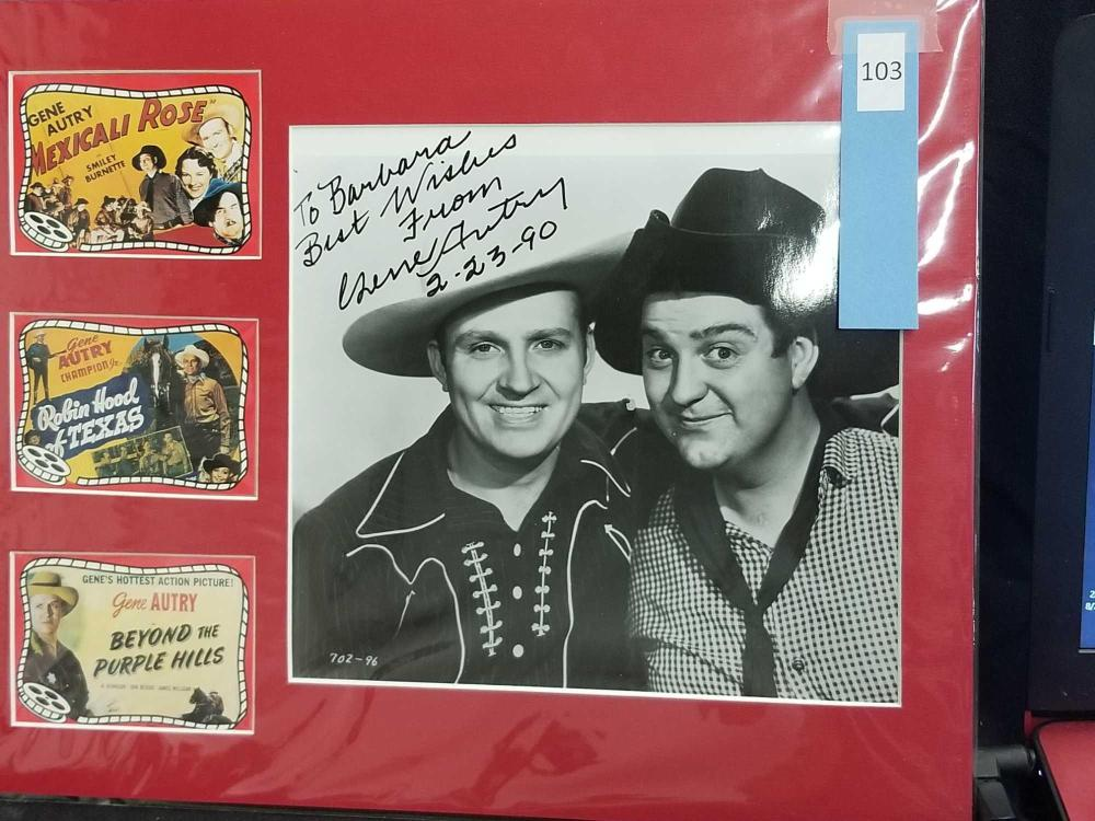 GENE AUTRY SIGNED BLACK & WHITE PHOTO W/ 3 MINI REPRODUCTION LOBBY CARDS