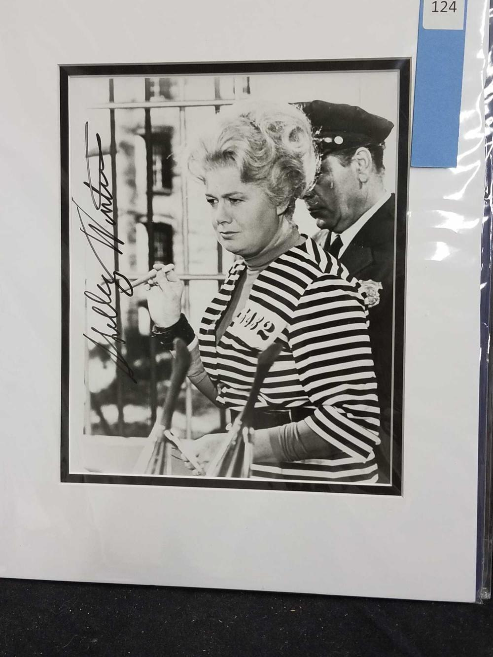 SHELLY WINTERS BLACK & WHITE SIGNED PUBLICITY PHOTO