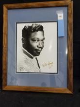 Lot 140: B.B. KING BLACK & WHITE SIGNED PUBLICITY PHOTO