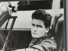 Lot 142: CHARLIE SHEEN BLACK & WHITE SIGNED PUBLICITY PHOTO
