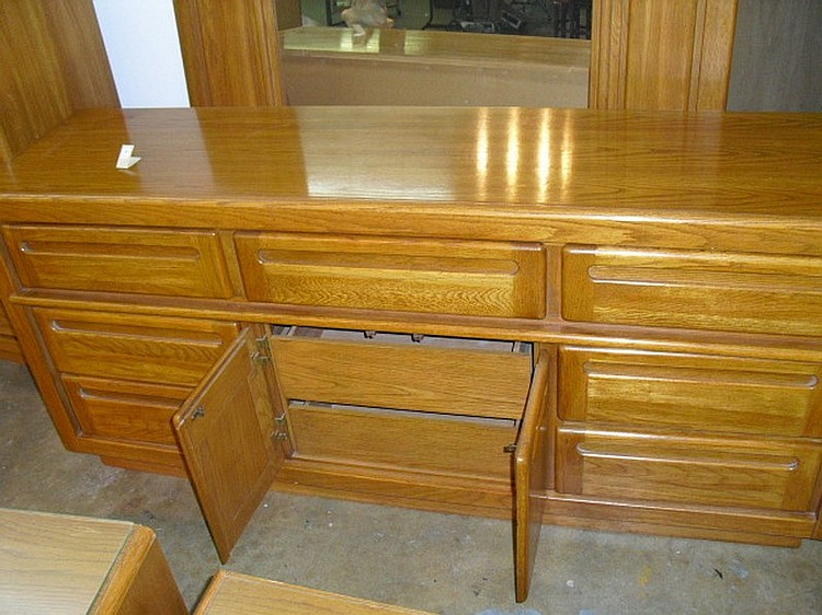 Stanley Furniture Raleigh Road Collection Honey Oak 4 Pc Bedroom Set