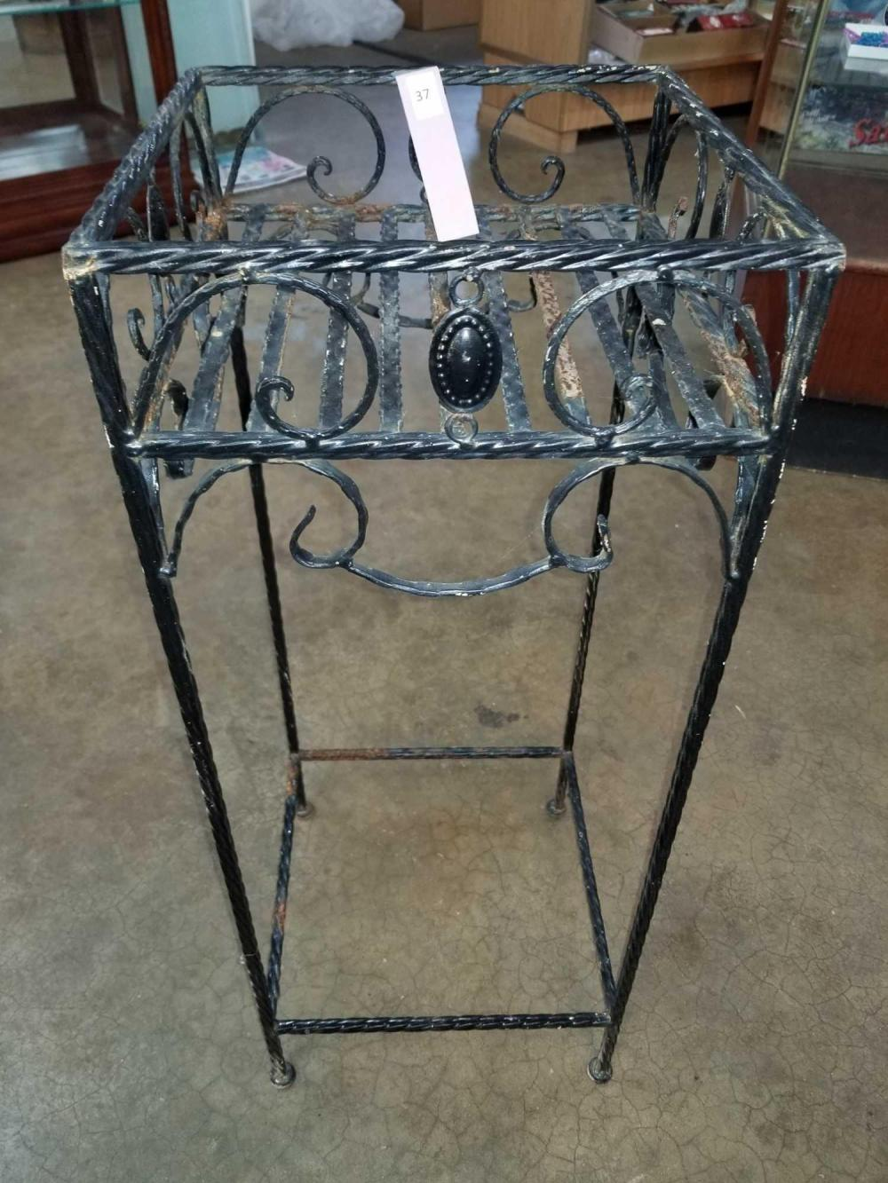 METAL PATIO PLANT STAND