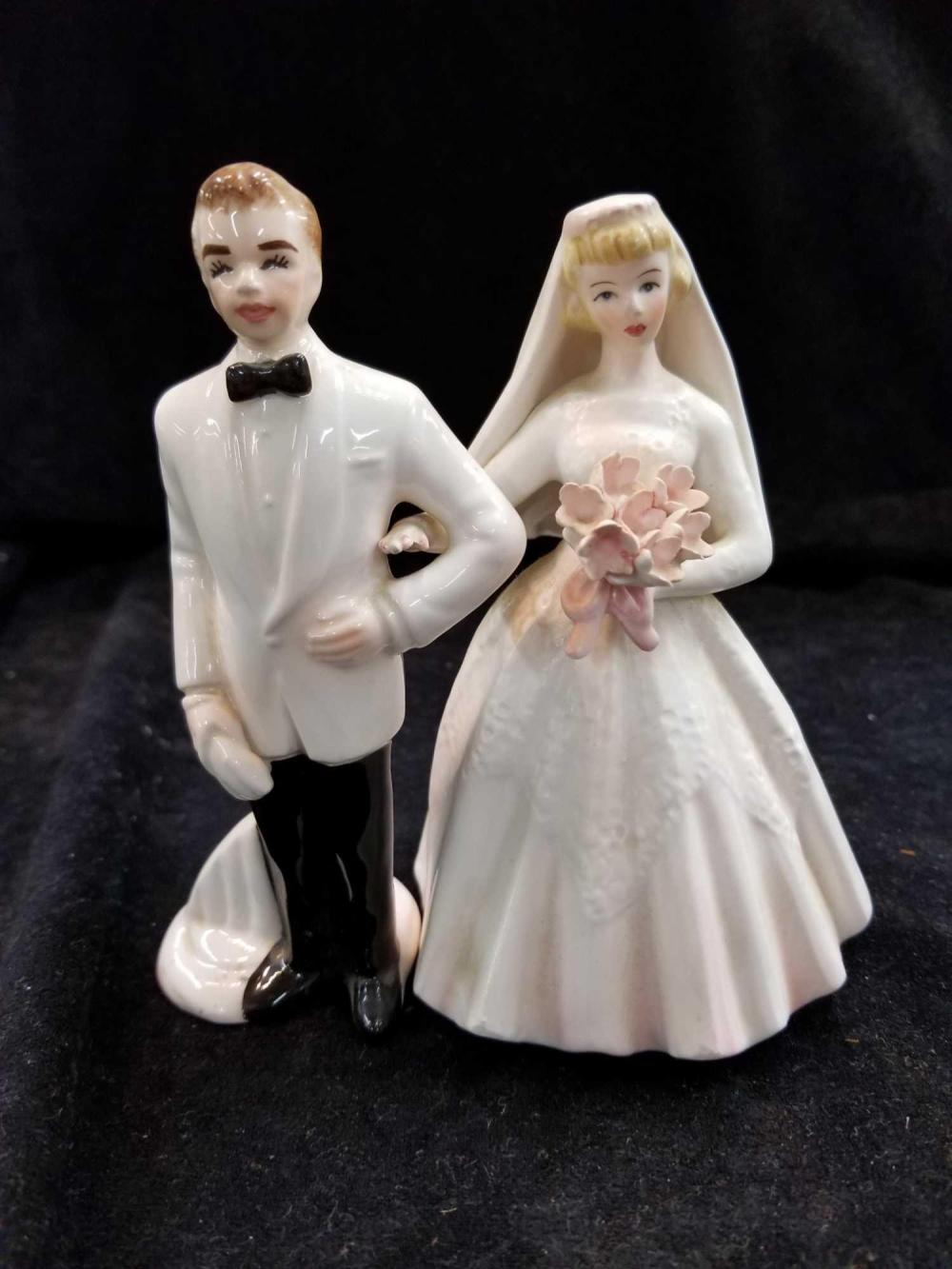 LEFTON PORCELAIN BRIDE & GROOM FREE STANDING CAKE TOPPER COUPLE