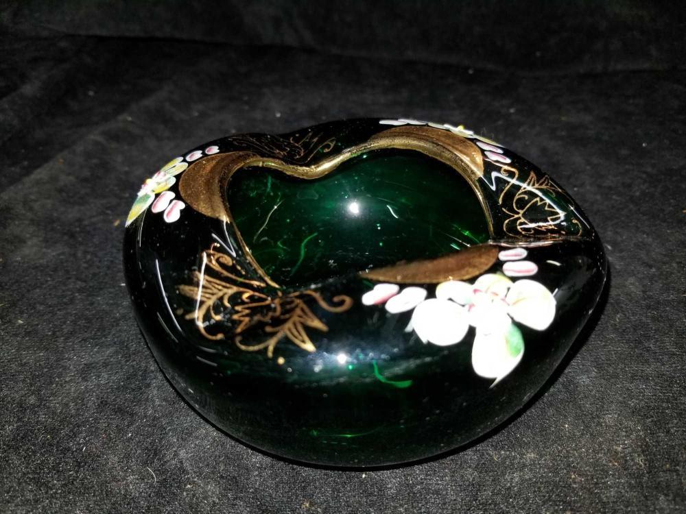 KELLY GREEN ART GLASS HAND PAINTED ASHTRAY