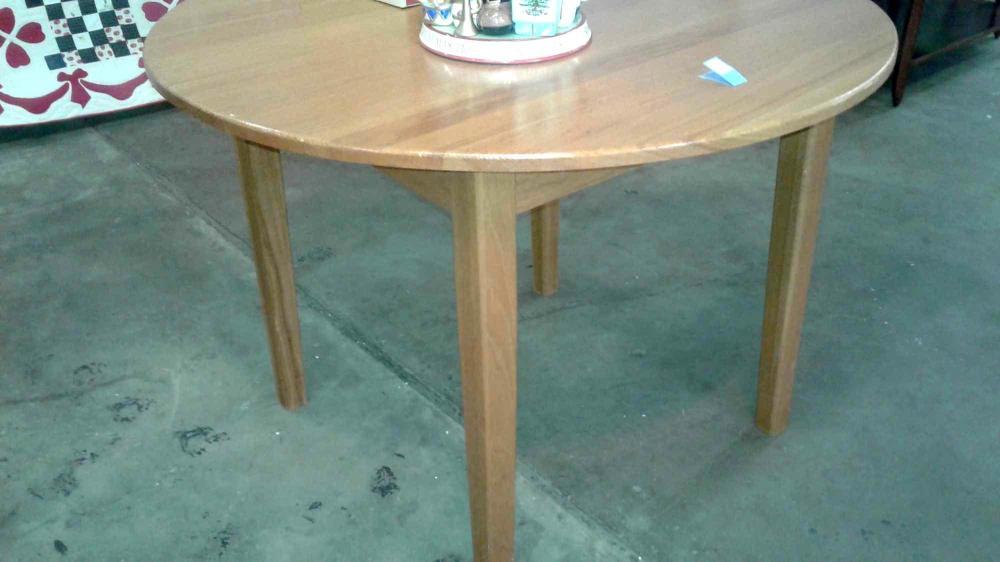 VINTAGE OAK ROUND BREAKFAST TABLE W/ SQUARE LEGS