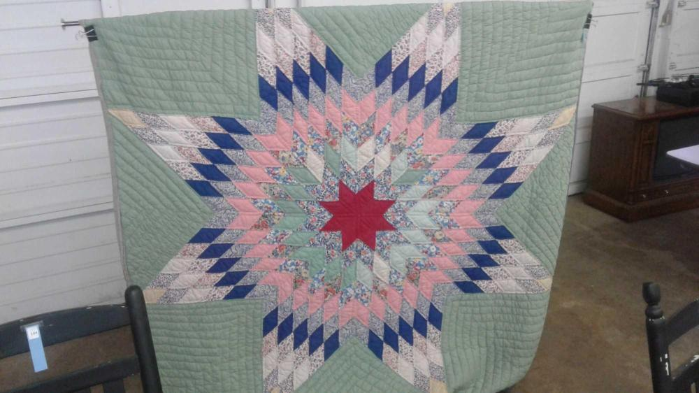 VINTAGE HAND MADE TEXAS STAR PATTERN QUILT