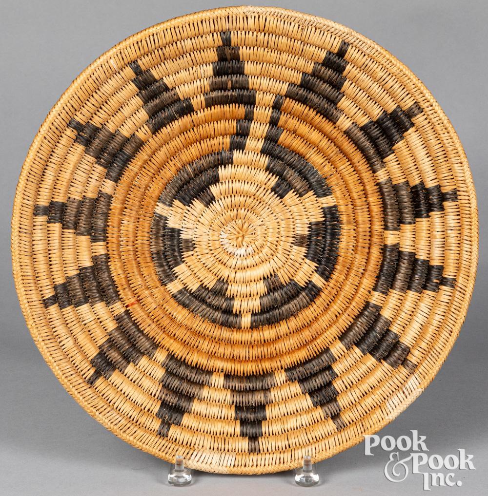 Large Dine Navajo Indian wedding basket