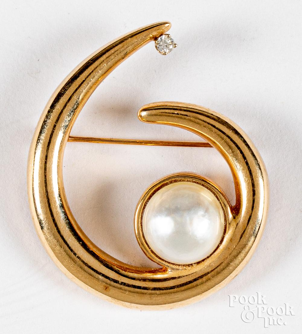 14K gold, diamond, and pearl pin, 7.5dwt.
