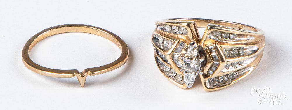 10K gold and diamond wedding band set, 4.3dwt.