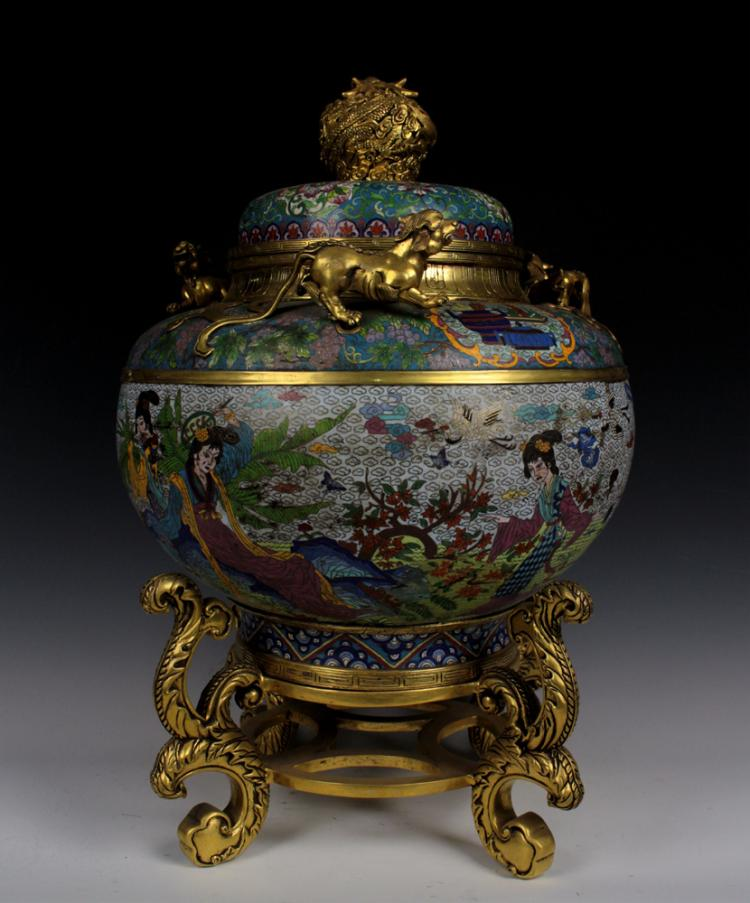 Chinese cloisonne lidded jar on metal stand for Cloison stand
