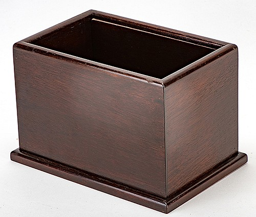 ñJapî Handkerchief Box. Los Angeles: F.G. Thayer, ca. 1935. Silk handkerchiefs appear in an empty box with a removable bottom. Fine mahogany construction. Single-flap non-locking model. 8 _ x 5 _ x 6î. Very good.