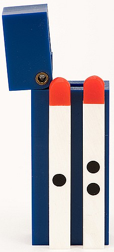 Matchstick Paddles. Holland: Eddy Taytelbaum, ca. 1970. Two match-sized paddles housed in a polished hard plastic box bear spots on their sides. The spots jump from one paddle to other, vanish, and reappear. 1 _î long. Fine.
