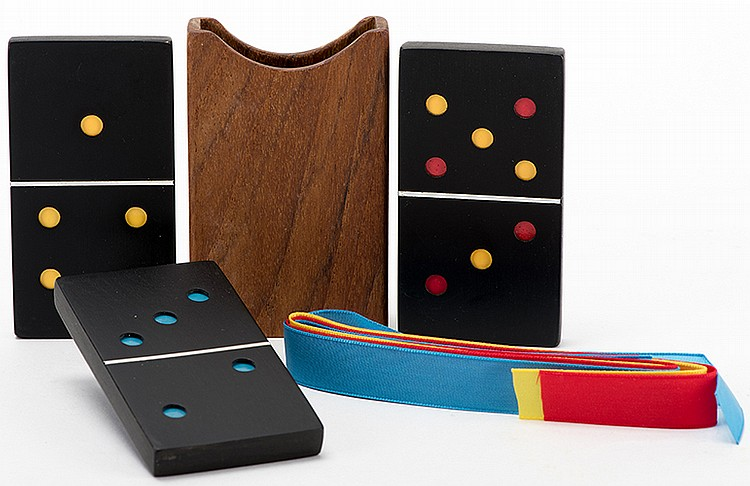 Do-Mini-O. Middlesex: Alan Warner, ca. 1990. As a black domino is passed through a wooden cover, its spots change color. The feat is repeated with two successive dominoes, the last of which changes colors twice. With original box and instructions.