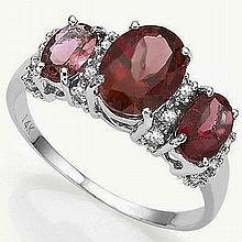 Surperb 10kt White Gold Ring Set With Oval Garnets, The Centre Garnets of 1.45ct Surrounded By Sixteen Round Cut Diamonds