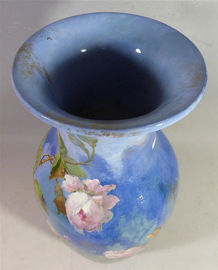 longwy vase en c ramique de forme balustre d cor tournant. Black Bedroom Furniture Sets. Home Design Ideas