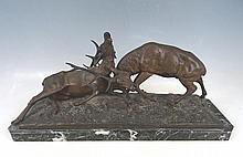 Edouard Guy COMTE DU PASSAGE (1872-1925) : Combat de cerfs. Groupe en bronze à patine brune. Signé E. Guy sur la terrasse. Socle en marbre vert de mer. Long : 61. Haut. 28. Prof : 20cm