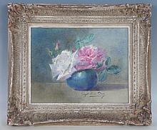 Blanche ODIN (1865-1957): Roses dans un vase sur entablement. Aquarelle. Signé en bas. 24x31 cm. Encadré sous verre