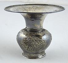 INDOCHINE: Crachoir en argent bas titre à décor de dragons dans des médaillons et de frises stylisées. Marque incisée au revers de la base. H: 10cm. Déformations, usures.