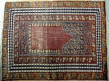 TAPIS TURC (Ghiordes ?) en laine à décor de mihrab rouge à contour en escal