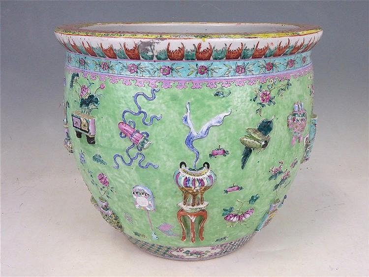aquarium ou vasque poissons en porcelaine polychrome d On vasque porcelaine ou céramique