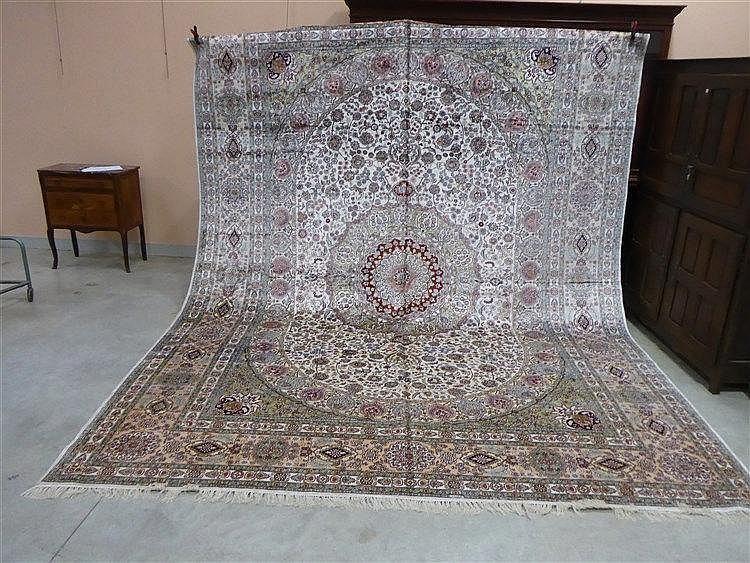 grand tapis d orient en soie 224 d 233 cor de m 233 daillon