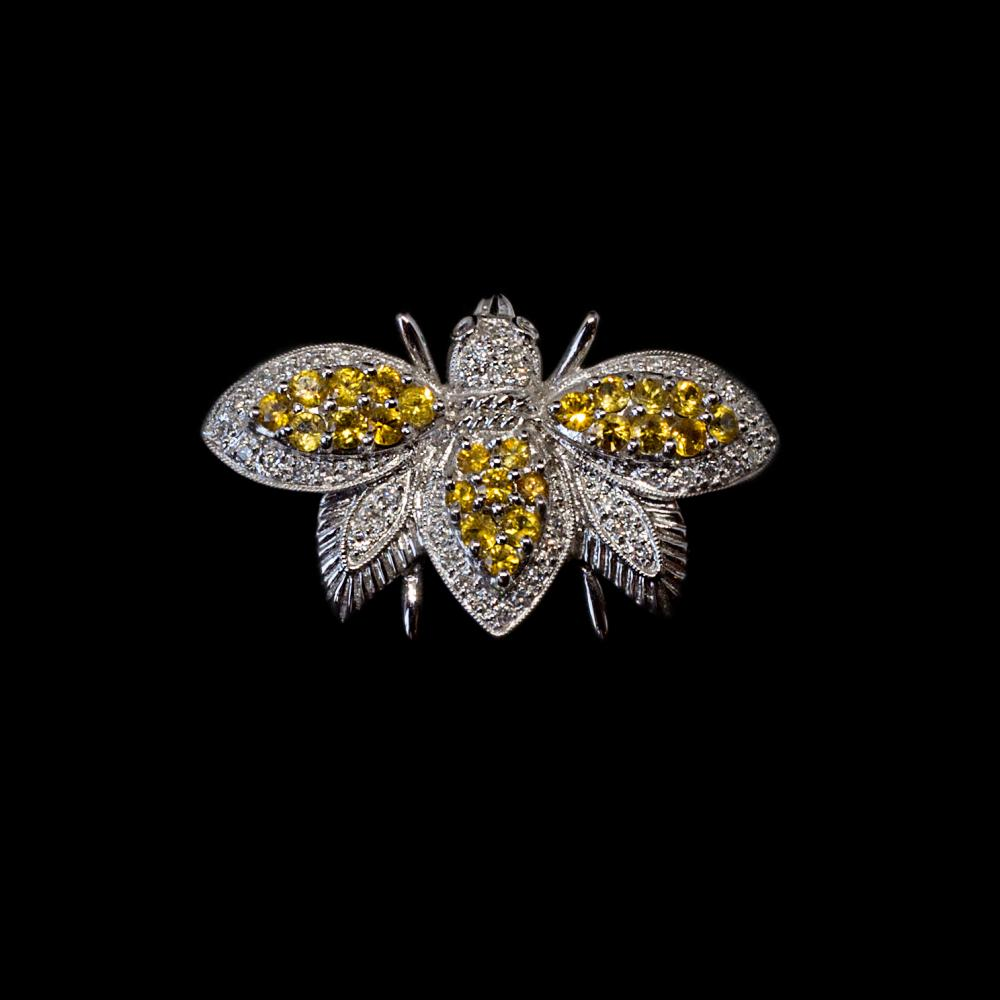Honey bee pin/brooch in 18K white gold with 2,50CTW yellow sapphires and 1,39CTW pave set diamonds.