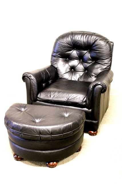 Bradington Young Tufted Black Leather Recliner