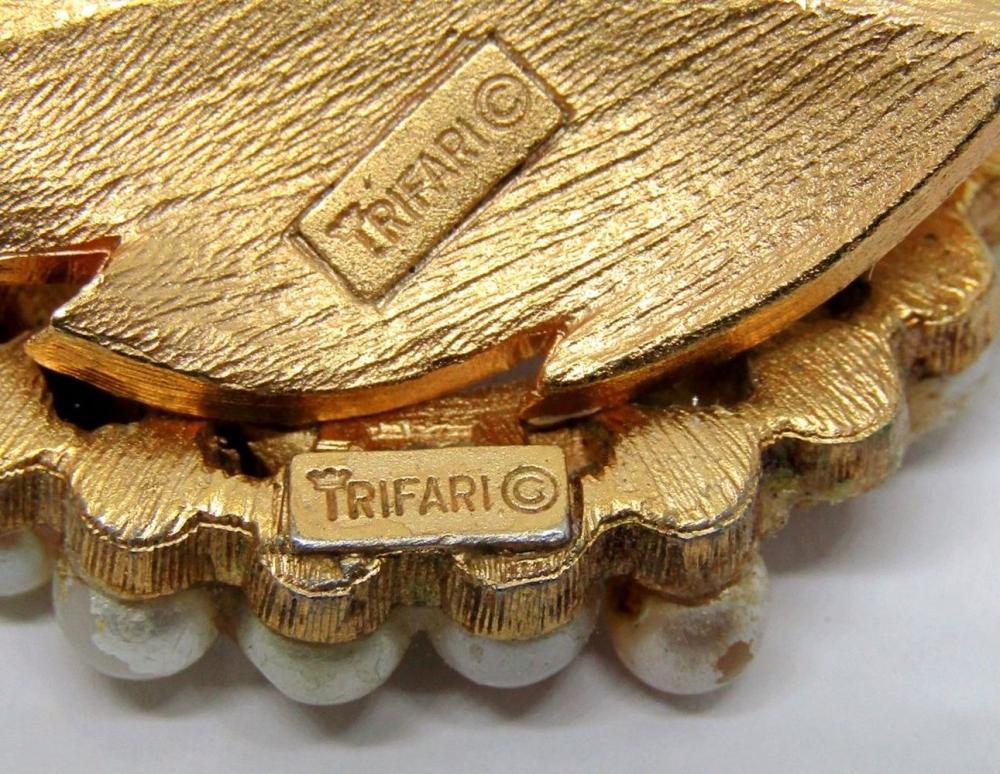 3 TRIFARI LEAF MOTIF PINS