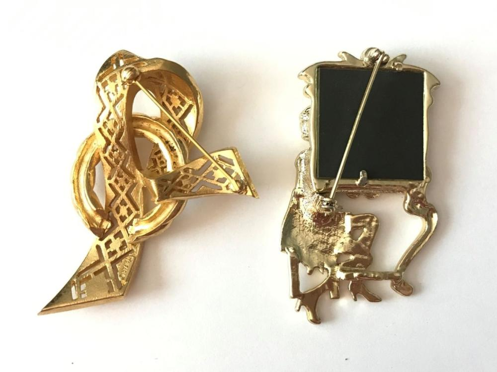 2 VINTAGE BROOCHES GOLD TONE- MUST SEE
