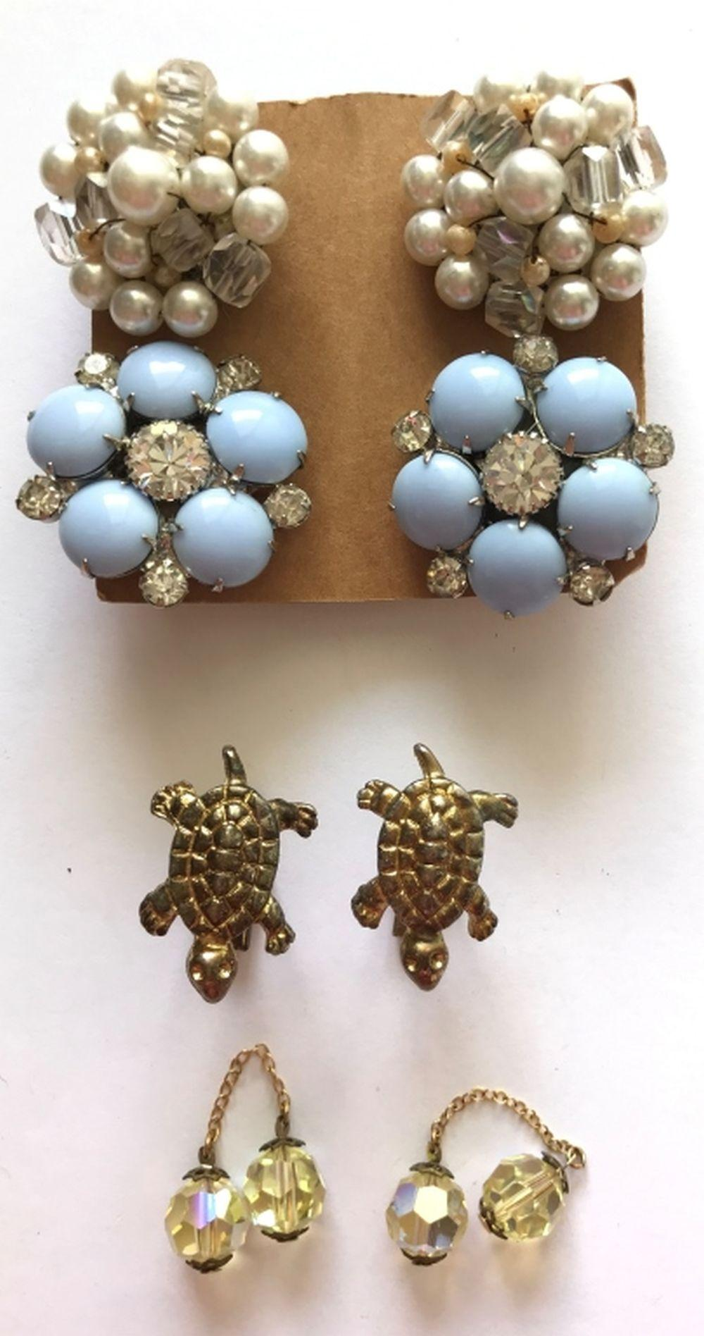2 PAIRS CLUSTER EARRINGS + CUFF LINKS
