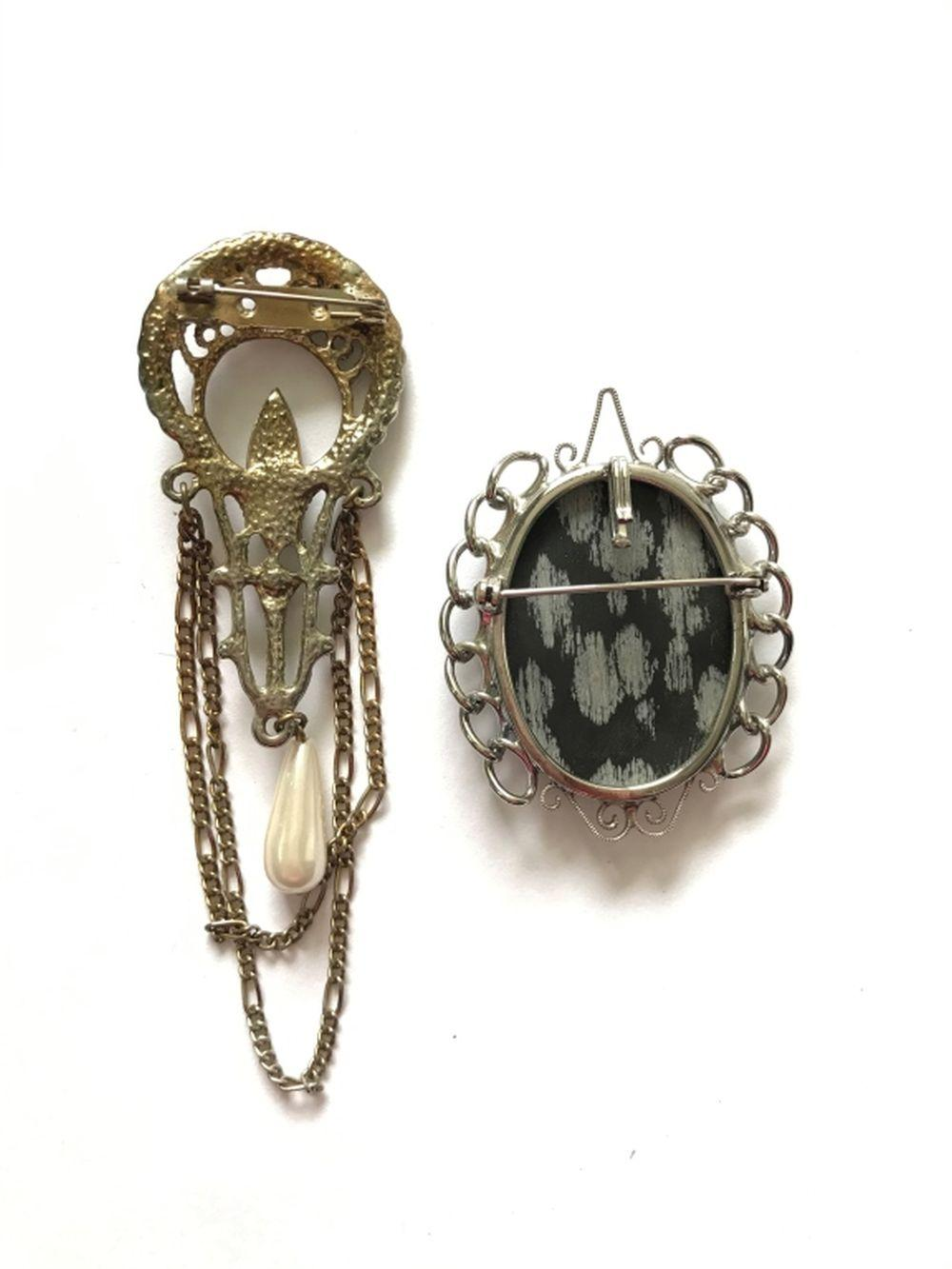 2 BROOCHES (1 DANGLE VINTAGE!)