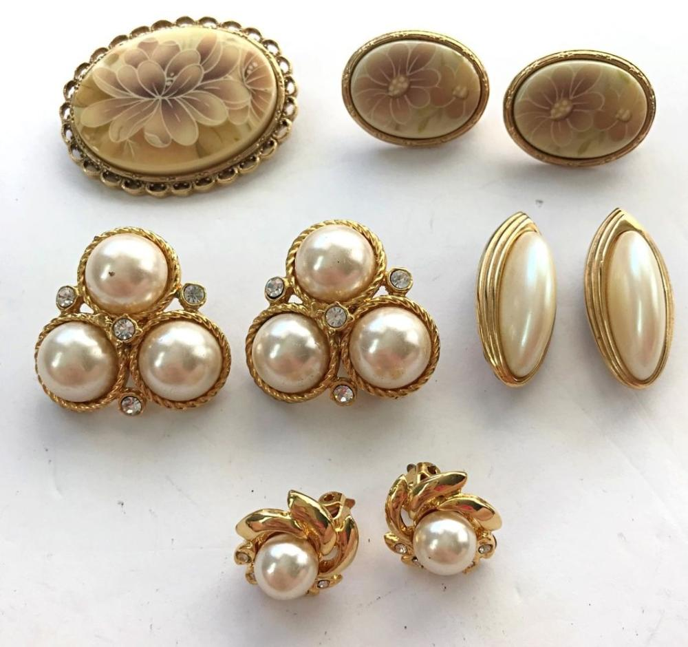 1 BROOCH, 4 PAIRS OF EARRINGS(1- GIVENCHY)