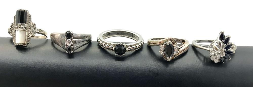 5 RINGS W BLACK STONES & FAKE DIAMONDS