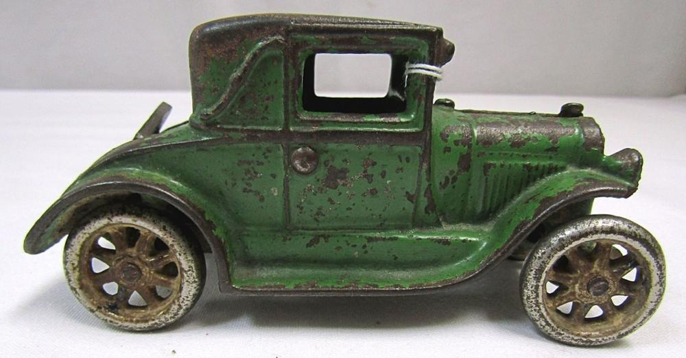 1928 CAST IRON ARCADE TOY FORD COUPE CAR;