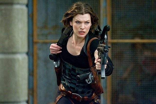 Resident Evil Afterlife Alice Milla Jovovich Marched Heckler