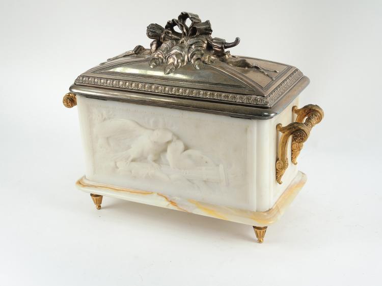Coffret de mariage fin XIXe de style Louis XVI en onyx, marb -> Marbre Blanc Dorure Metal Table