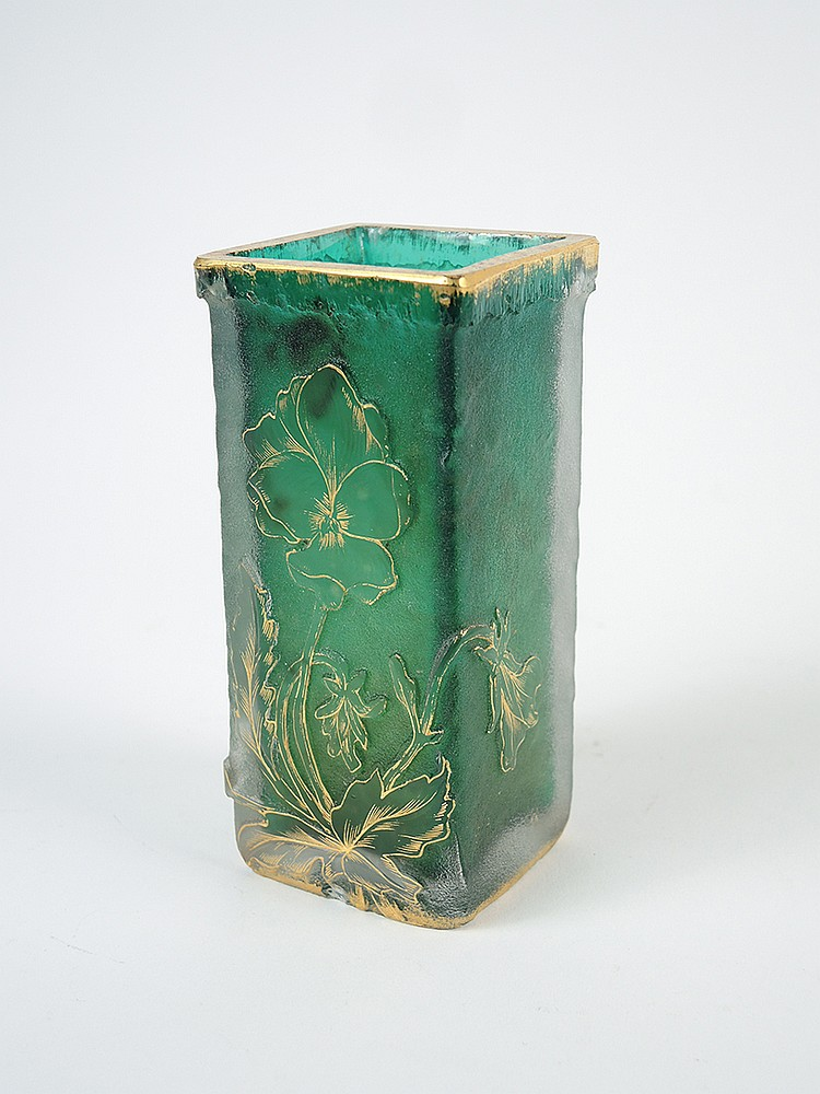 Daum vase sections carr es en verre givr vert grav et for Decoration vase en verre