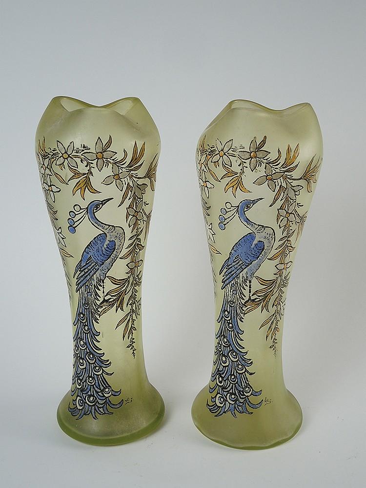 Legras paire de vases en verre d cor maill de paons sur for Decoration vase en verre