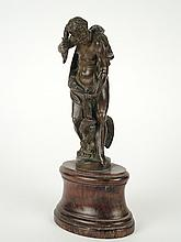 Ecole française XIXe 'Hercule'. Sujet en bronze patiné sur un socle en palissandre (manque au dos du socle). H. totale. 21 cm