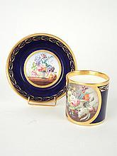 Tasse et sous tasse à thé Napoléon III en porcelaine bleu à décor de fleurs polychromes, 58.- Grande tasse et sous tasse en porcelaine à décor de fleurs polychromes, sur fond bleu rehaussé d'or, marquée Sèvres (tasse repeinte)