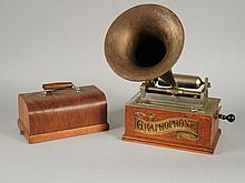 GRAPHOPHONE THE GRAPHOPHONE 'TYPE N' modèle 1898, avec pavillon et clef
