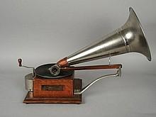 GRAMOPHONE COMPAGNIE FRANCAISE DU GRAMOPHONE 'MOZART' complet (avec clef et pavillon), en bel état